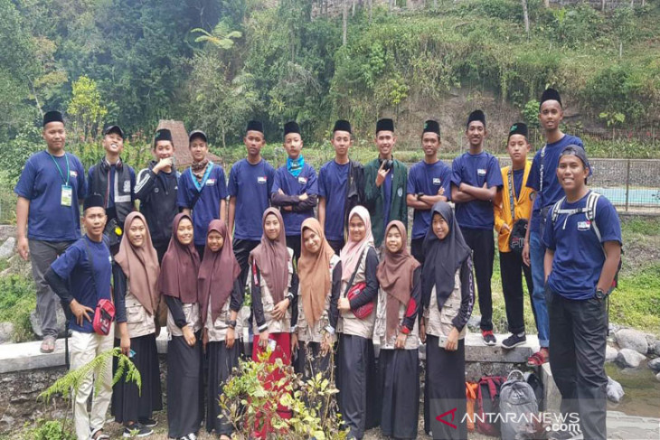 Puluhan pelajar asal Malaysia nyantri di Sukabumi