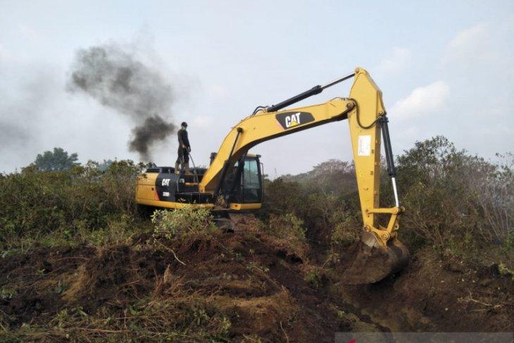 Mukomuko gunakan alat berat cegah kebakaran meluas