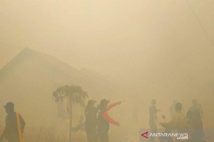 Warga histeris, kebakaran lahan nyaris hanguskan rumah dan sekolah