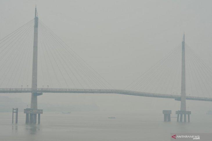 Kabut asap kian pekat, Jembatan Gentala Arasy kerap menghilang