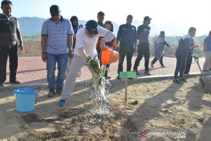 Pemkab dan masyarakat Bone Bolango tanam 18.000 pohon