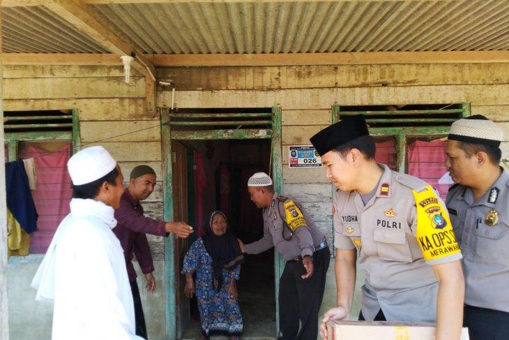 Polsek Merawang salurkan bantuan sembako bagi lansia