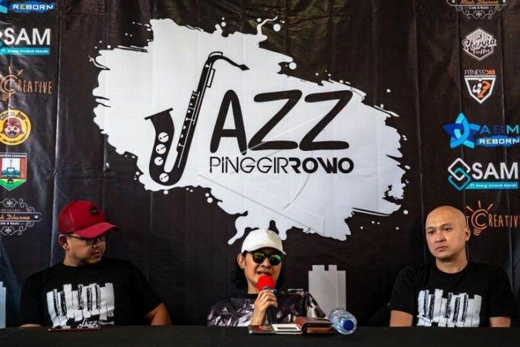 Jelang konser Jazz Pinggir Rowo Foto Page 1