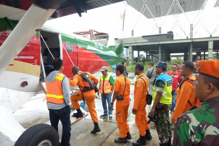 Search efforts continued to locate missing aircraft in Papua