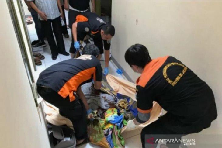 Polisi selidiki kematian ibu dan bayi di kamar kost