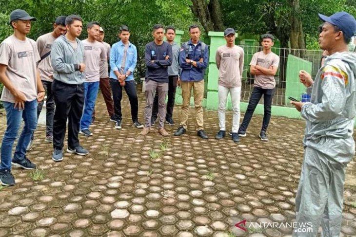 Sejumlah organisasi pemuda di Lhokseumawe lakukan pemugaran makam