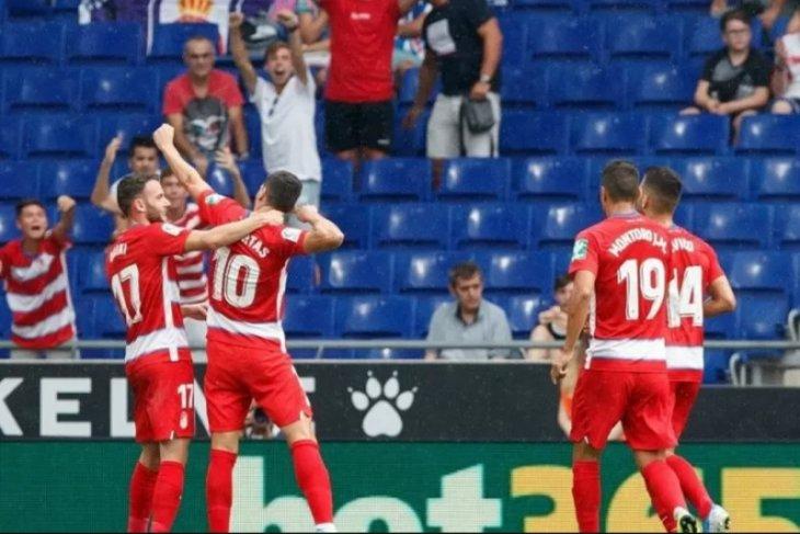Granada sukses tumbangkan Barcelona 2-0