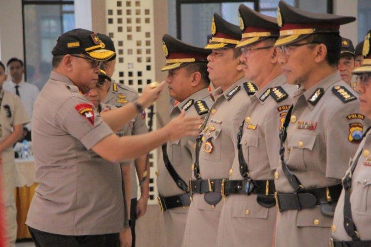 32 perwira menengah dan kapolres di jajaran Polda Jatim dimutasi