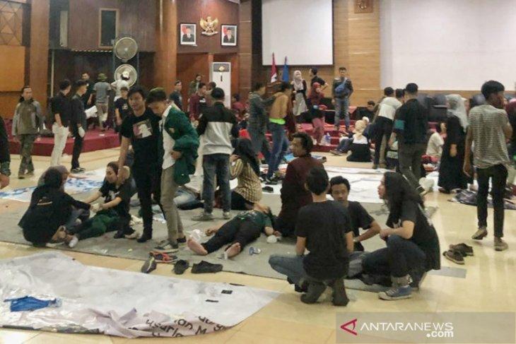 87 mahasiswa dan 9 polisi terluka  dalam bentrokan di DPRD Jabar