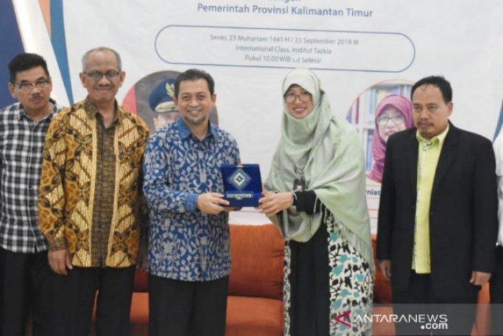 Wagub Hadi Mulyadi serahkan beasiswa pelajar Institut Tazkia Bogor