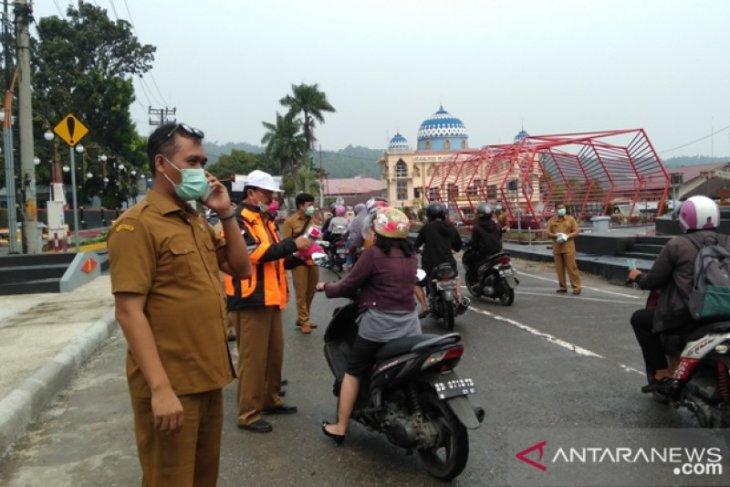Antisipasi dampak asap, Pemkot Gunungsitoli bagikan masker kepada  masyarakat