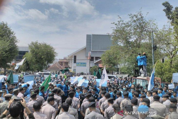 Mahasiswa Aceh desak Presiden batalkan UU KPK