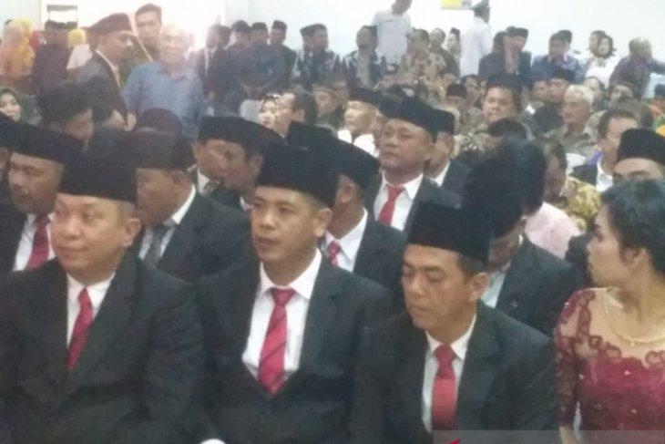 Anggota DPRD Labuhanbatu dari Gerindra dan Golkar tertidur saat pelantikan
