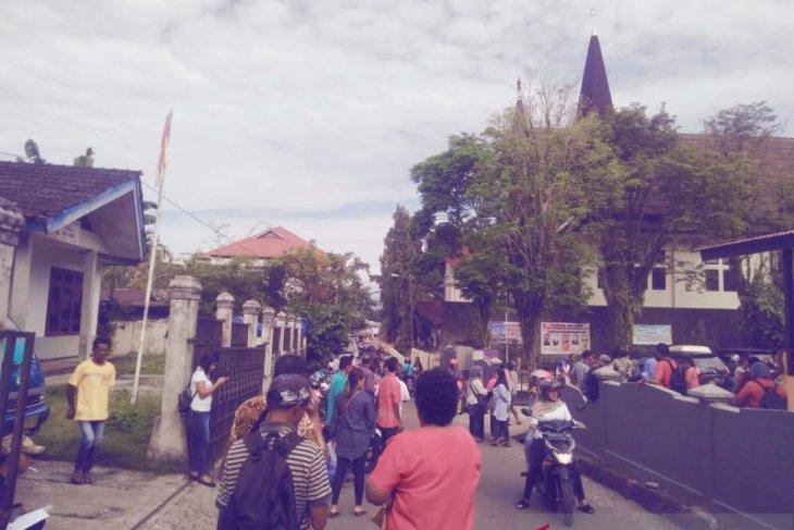 Gempa susulan magnitudo 5,6 terjadi di  Ambon
