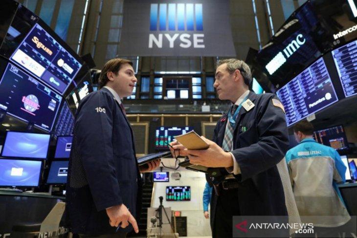Wall Street catat keuntungan kecil di tengah laporan laba perusahaan