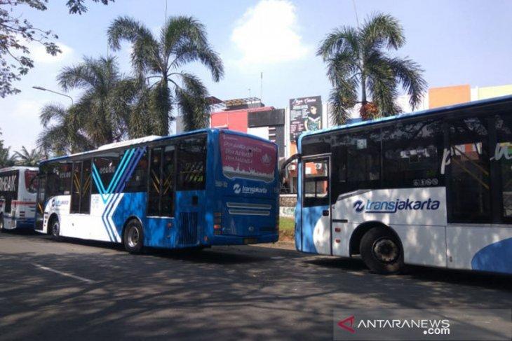 Transjakarta tabrak pengendara motor di Jakarta Timur
