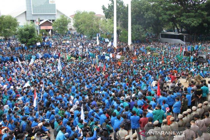 DPRA apresiasi mahasiswa demo tiga hari berturut dengan damai