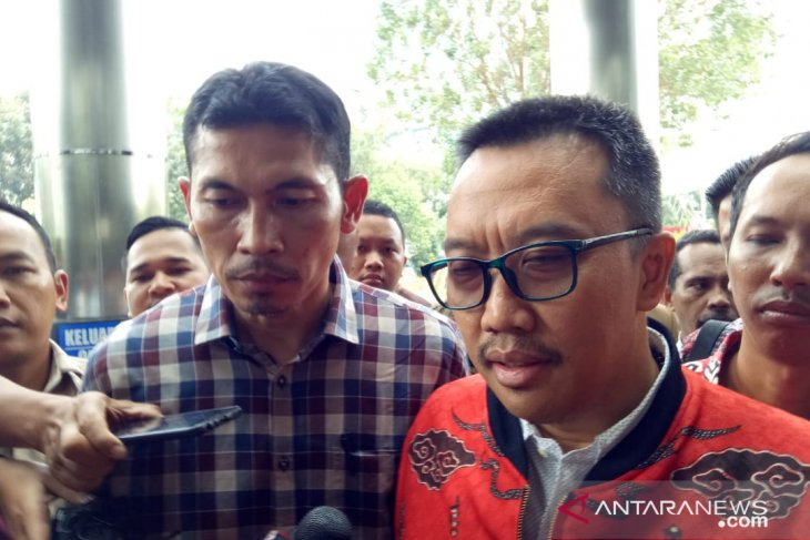 KPK intensely questions ex-sports minister in bribery case
