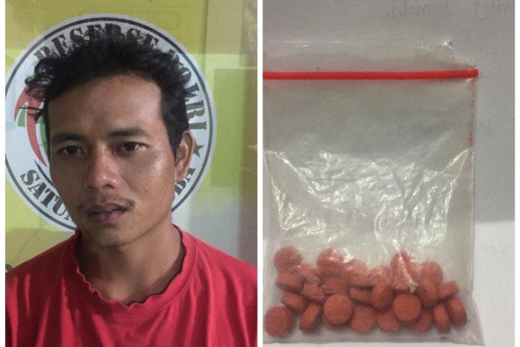 Satresnarkoba Polres Binjai tangkap penjual ikan miliki pil ekstasi