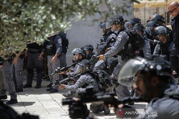 100 pemukim  ekstremis Yahudi  serbu Masjid Al-Aqsha
