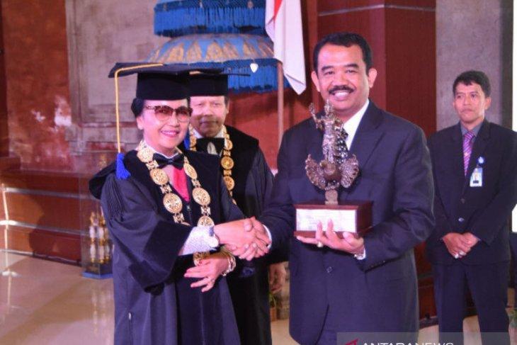 Bupati Badung raih Udayana Award 2019