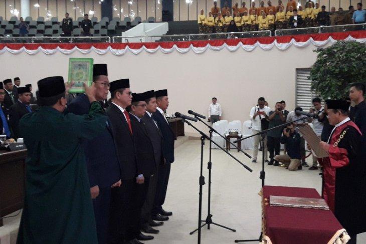 Lima pimpinan DPRD Banten 2019-2024 resmi disumpah oleh Ketua Pengadilan Tinggi