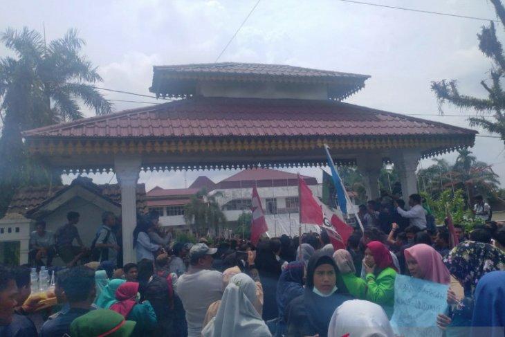 Polres Labuhanbatu amankan pelajar membawa bom molotov saat unjuk rasa