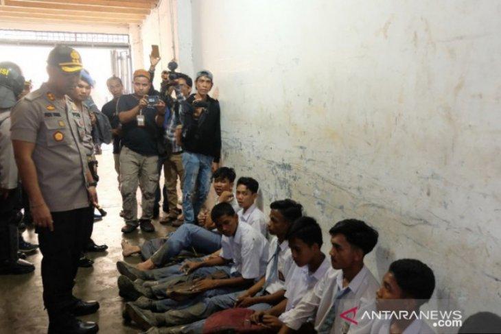 Polres Tanjungbalai pulangkan 17 pelajar terlibat demo