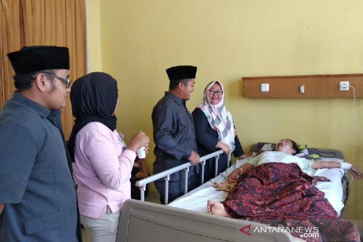 Musliati, guru honorer di Garut butuh bantuan berobat karena tak punya BPJS