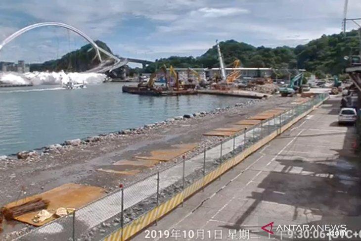 Dua WNI dilaporkan meninggal dunia akibat jembatan runtuh di Taiwan