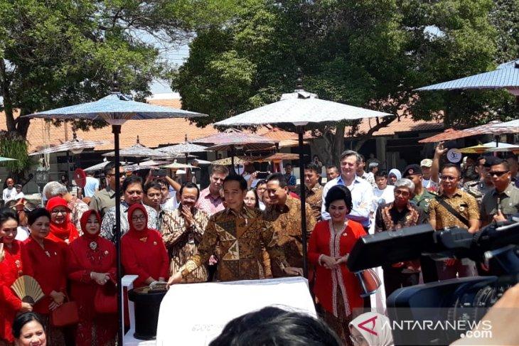 Peringati Hari Batik Nasional, Jokowi