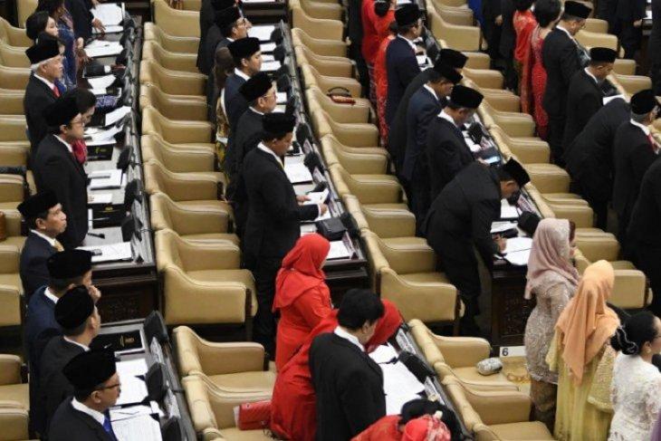 575 anggota DPR RI siap bekerja, ini gajinya per bulan