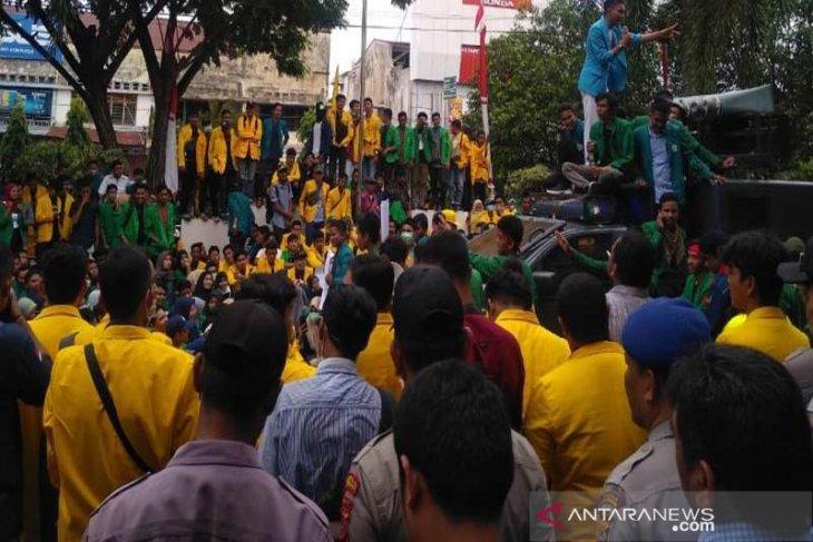 Mahasiswa Pasee kembali berunjukrasa di DPRK Lhokseumawe
