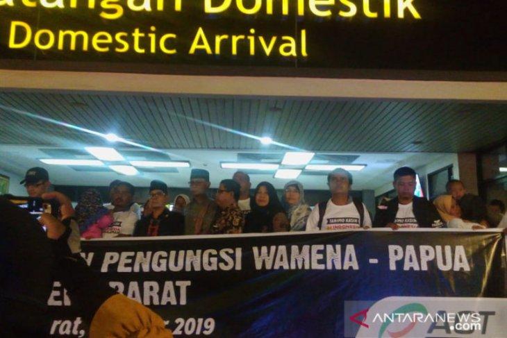 132 perantau Sumbar dari Wamena difasilitasi ACT mendarat di Bandara Minangkabau
