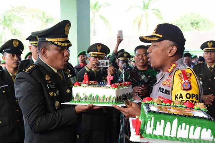 Kapolres Samarinda Beri Kejutan Pada HUT TNI