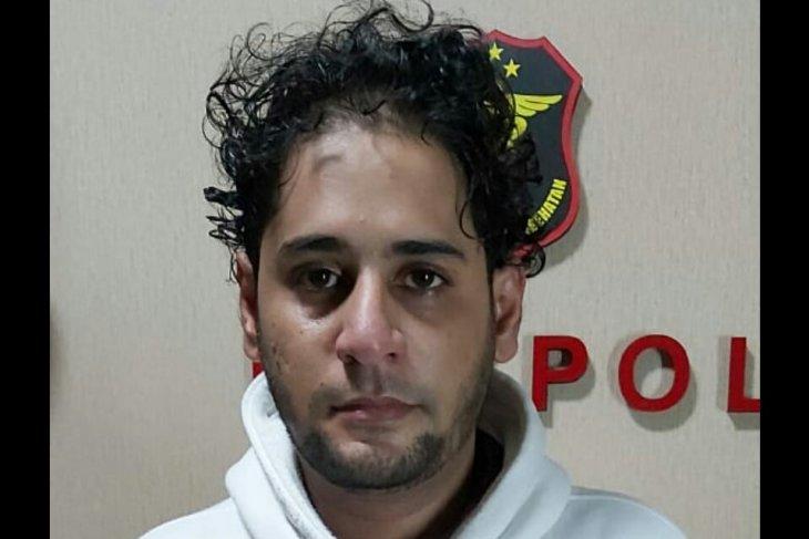 Bawa sabu, menantu Elvy Sukaesih ditangkap polisi dan terbukti positif konsumsi narkoba