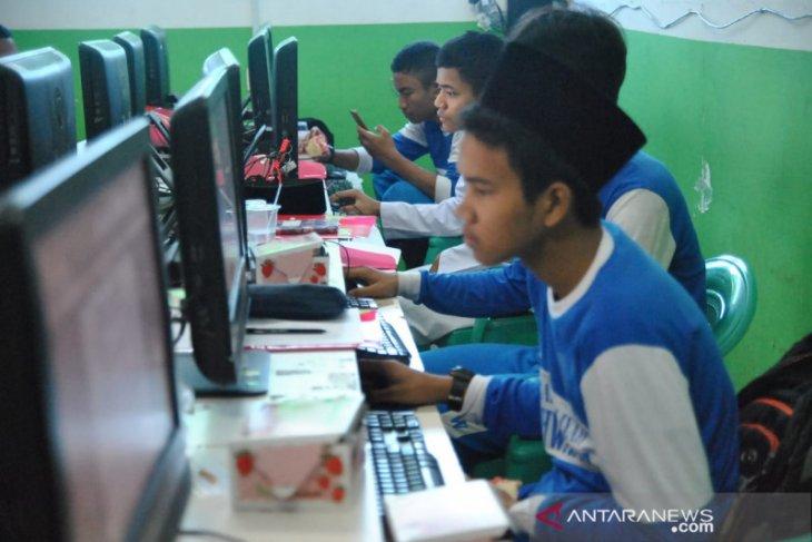 Santri Al-Ikhwaniyah keliling Nusantara lewat tulisan dan foto