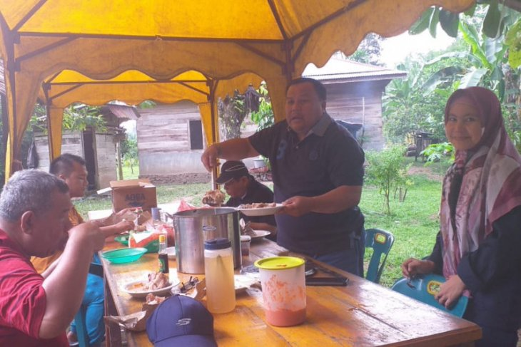 Beginilah cara Wali Kota Sibolga melayani stafnya di luar jam kerja