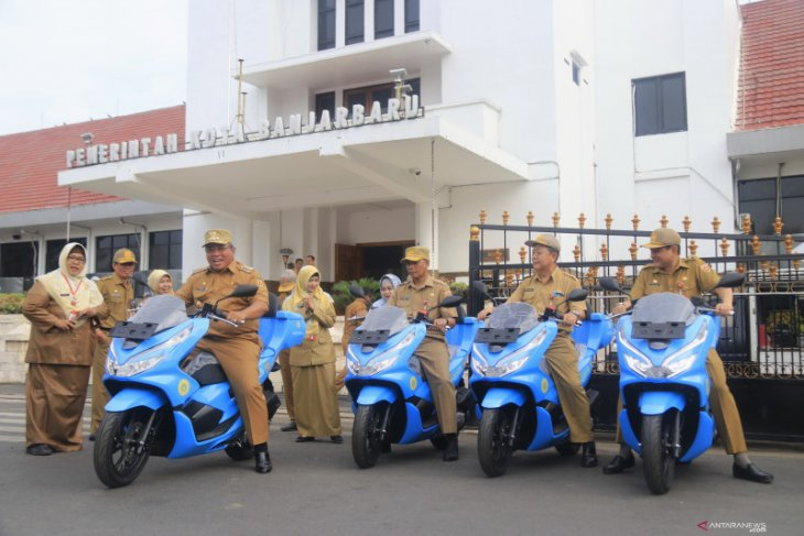 Wali Kota serahkan kendaraan operasional Dinas Perdagangan