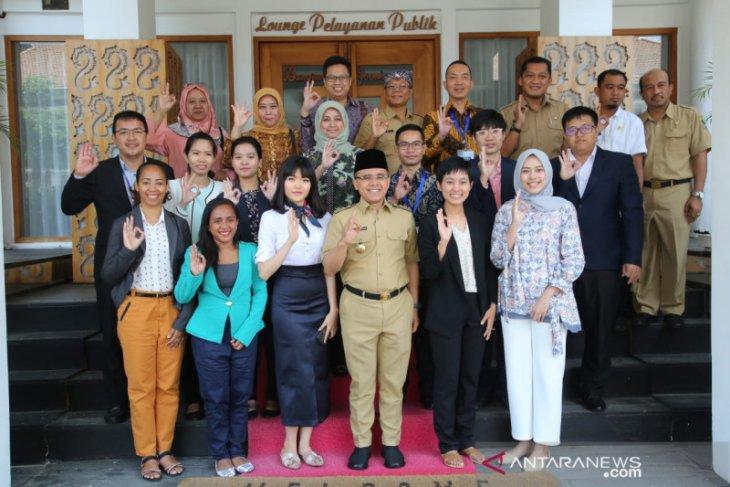 12 diplomat muda pelatihan