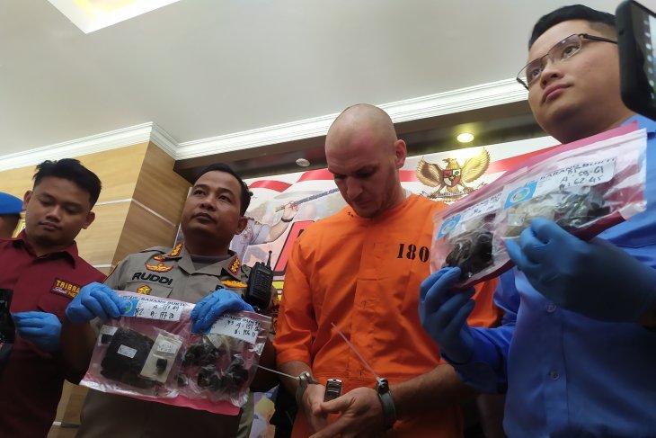 Polresta Denpasar ringkus warga Rusia edarkan 521 gram hasish