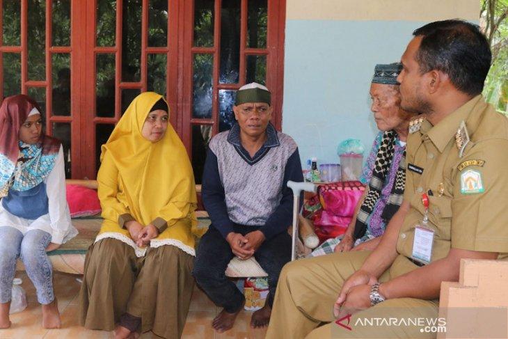 Bupati kunjungi kedatangan pengungsiWamena di Aceh Timur