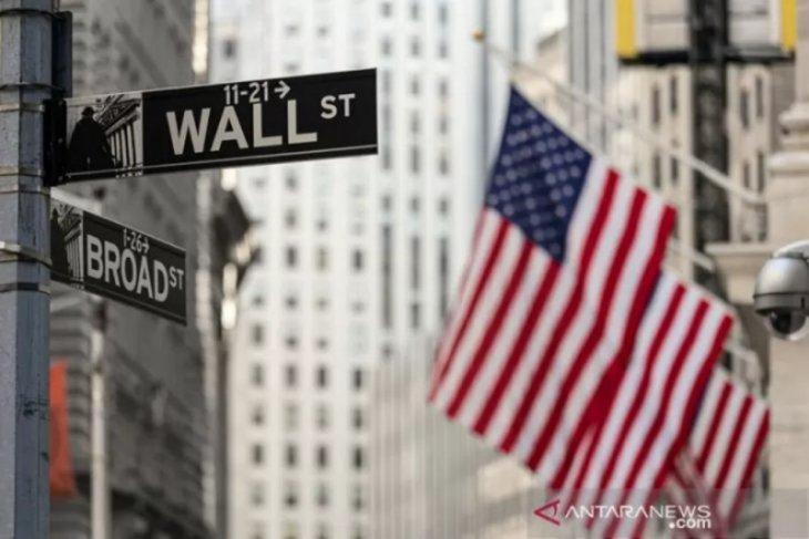 Wall Street melemah di tengah laba perusahaan beragam dan data AS suram