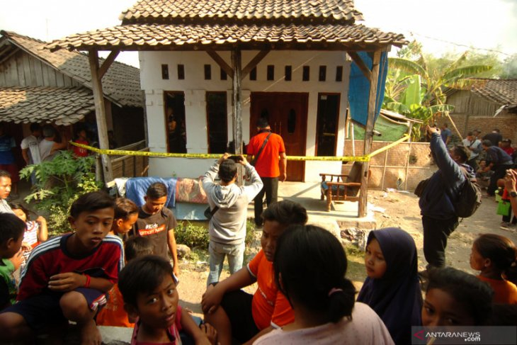 Rumah penusuk Wiranto digeledah, polisi sita anak panah beserta busur dan buku