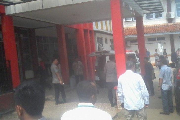 Menko Polhukam Wiranto terkena dua tusukan di perut