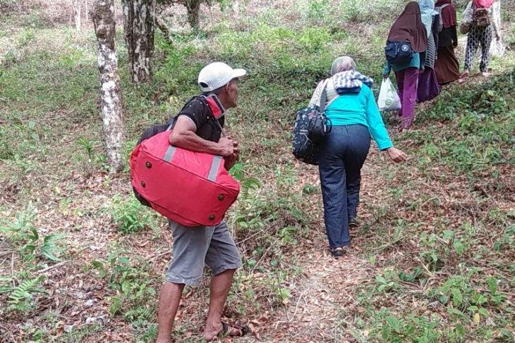 Warga sejumlah desa di Leihitu kembali mengungsi pascagempa magnitudo 52