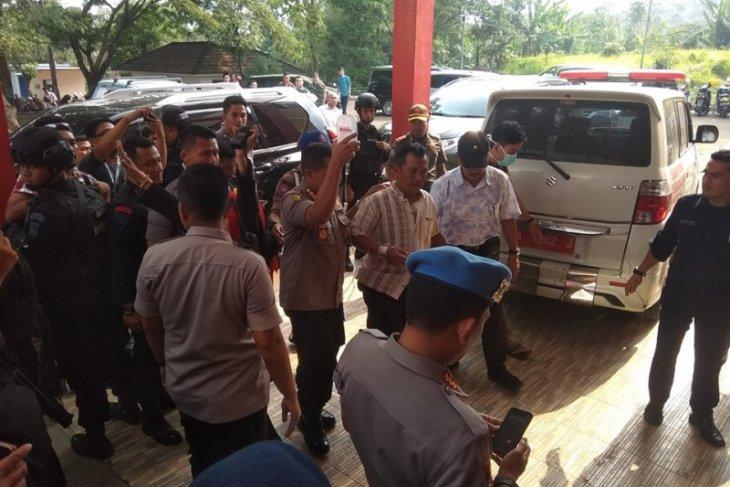 Jadi korban penusukan, Kapolsek Menes dirujuk ke RS Sari Asih Serang