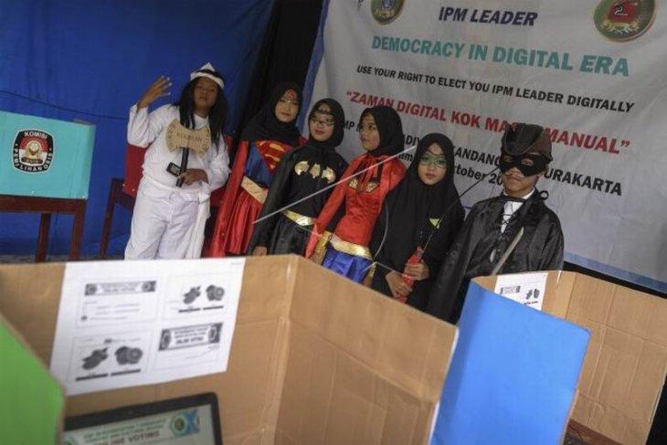 Praktik demokrasi dan edukasi politik untuk siswa