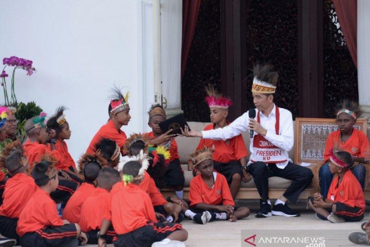 Presiden Jokowi  ajak anak-anak Papua kunjungi Jakarta