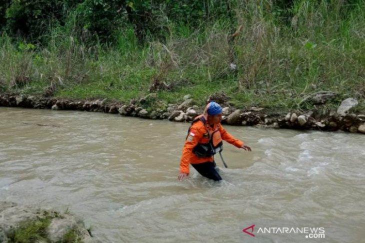 Dua warga Nias hanyut terbawa arus sungai